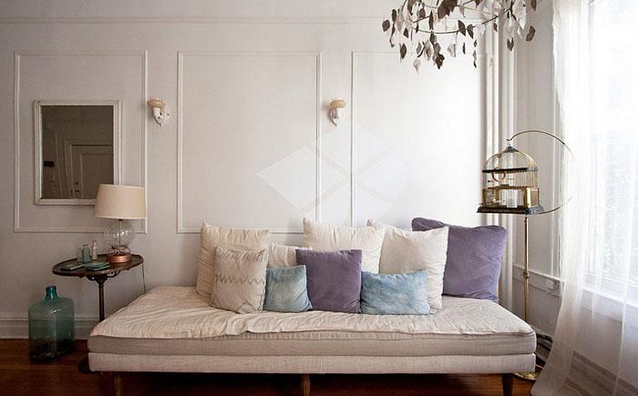 En quelques mouvements simples, le canapé compact se transforme en un lieu de couchage luxueux et spacieux