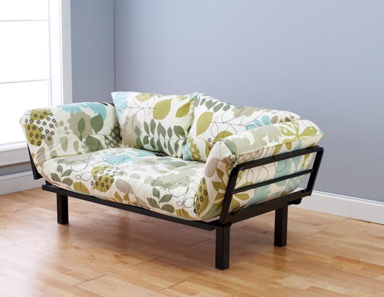 Même les côtés sont dépliés dans ce magnifique canapé.