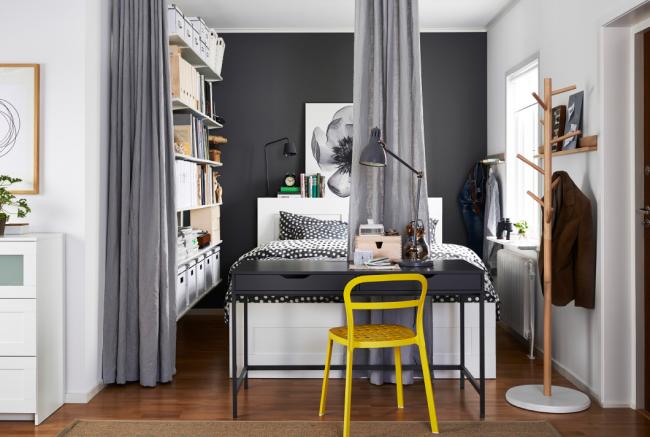 Intérieur moderne et élégant avec chaise lumineuse
