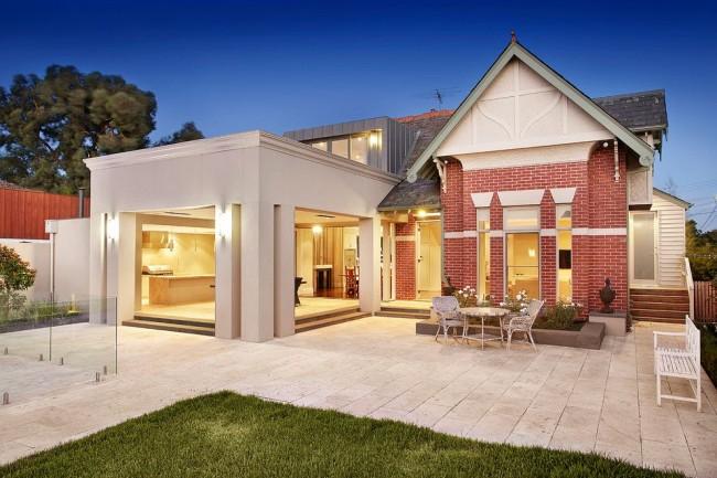 La maçonnerie est considérée comme l'un des moyens les plus populaires de décorer les façades des ménages privés.