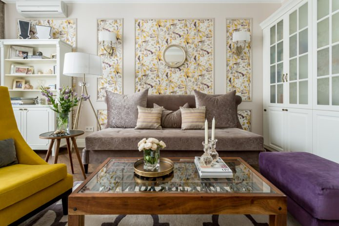 papier peint encadré sur le mur dans le salon