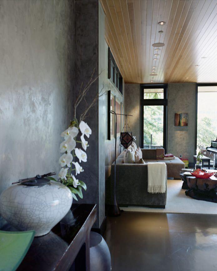 plâtre gris sur le mur