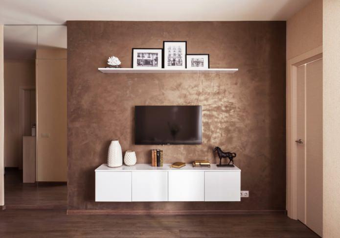 plâtre brun sur le mur près de la télévision
