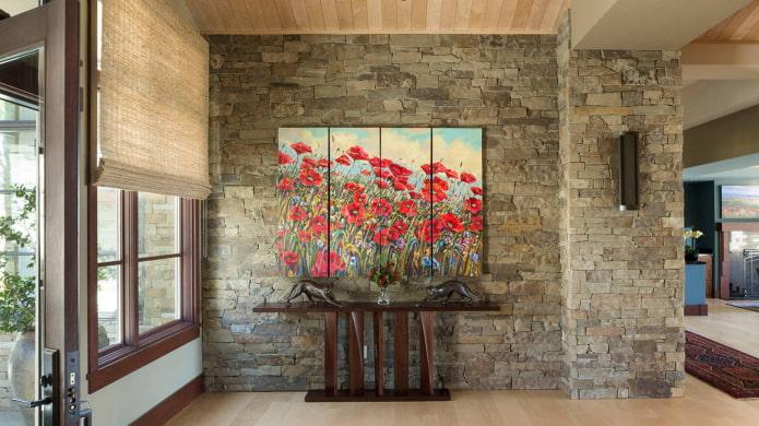 peinture avec des fleurs à l'intérieur du couloir