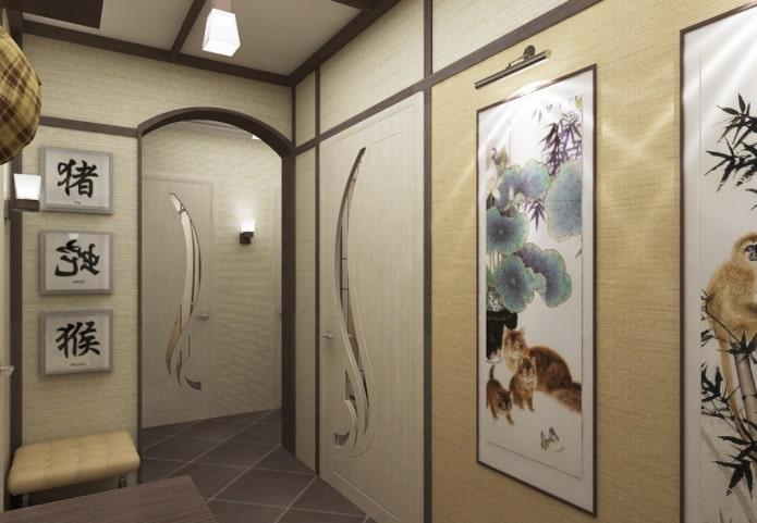 peintures étroites à l'intérieur du couloir