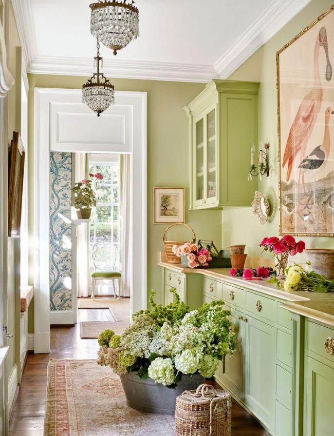 Une solution tendance et recherchée pour la cuisine : la couleur olive sur une surface en bois