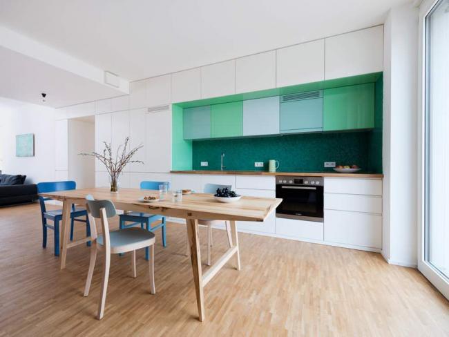 Ombre émeraude utilisée dans un tablier de cuisine moderne