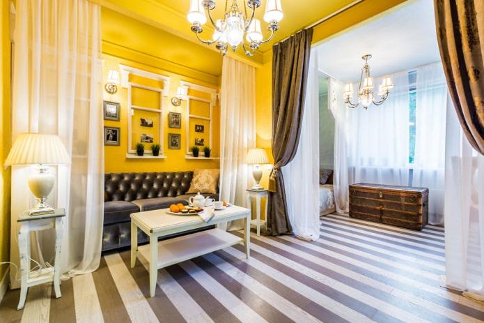 murs et plafond moutarde