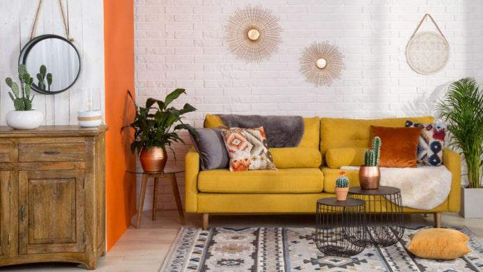 canapé lumineux dans le salon