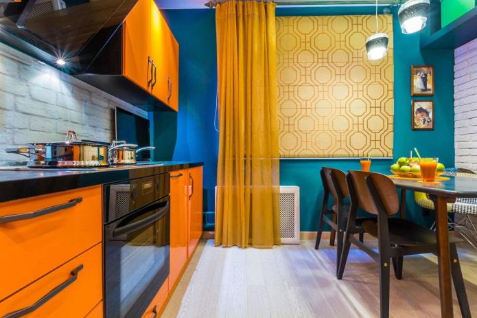 rideaux moutarde dans la cuisine