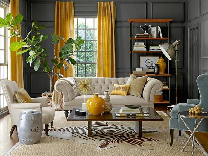 rideaux jaunes dans le hall