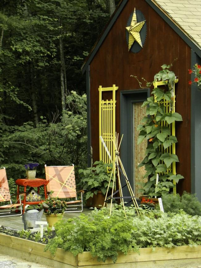 Lits de jardin : grands, intelligents, paresseux.  L'apparence des treillis pour plantes hautes ne dépend que de votre imagination.  Il y a toujours n'importe quelle option en vente, y compris celles murales, pour une grange