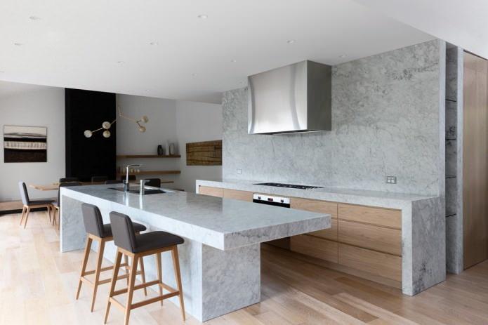 pierre lisse sur le tablier dans la cuisine