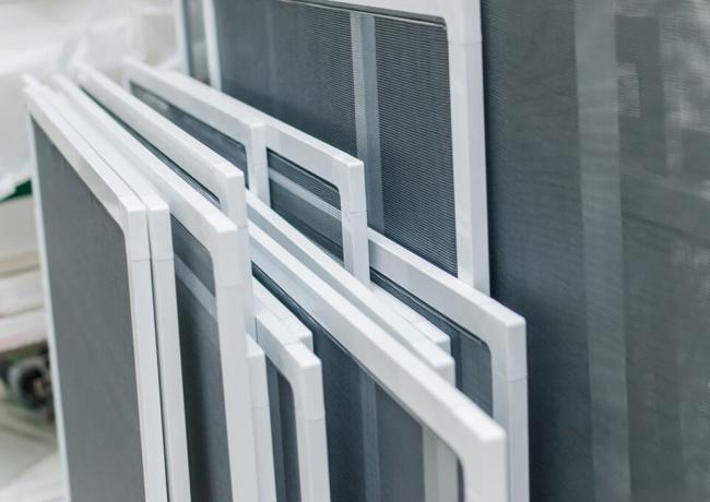 Les fixations et les profilés doivent être fabriqués avec des matériaux de haute qualité