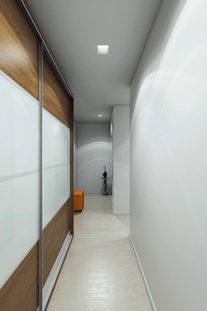 couloir à l'intérieur d'un appartement de 2 pièces