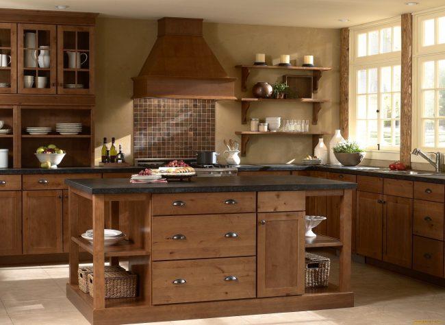 Le marron est l'une des couleurs les plus populaires, il n'est donc pas difficile de combiner ses nuances dans la cuisine.