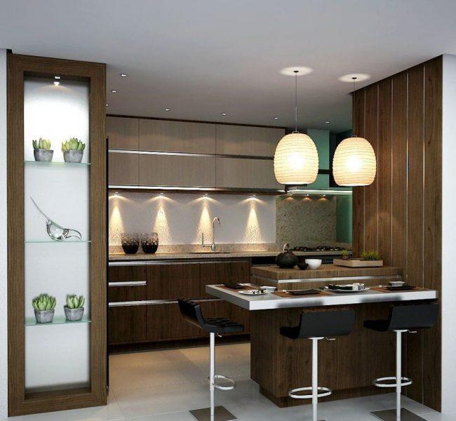 Une combinaison compétente de brun et de blanc aidera à rendre la cuisine visuellement plus grande.