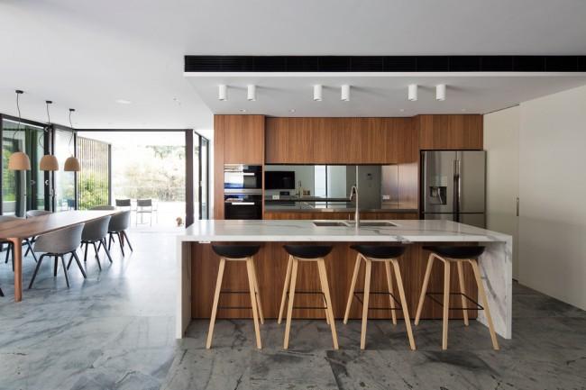 Un beau plafond suspendu en plaques de plâtre est l'un des moyens les plus abordables de mettre en valeur le design d'une pièce.