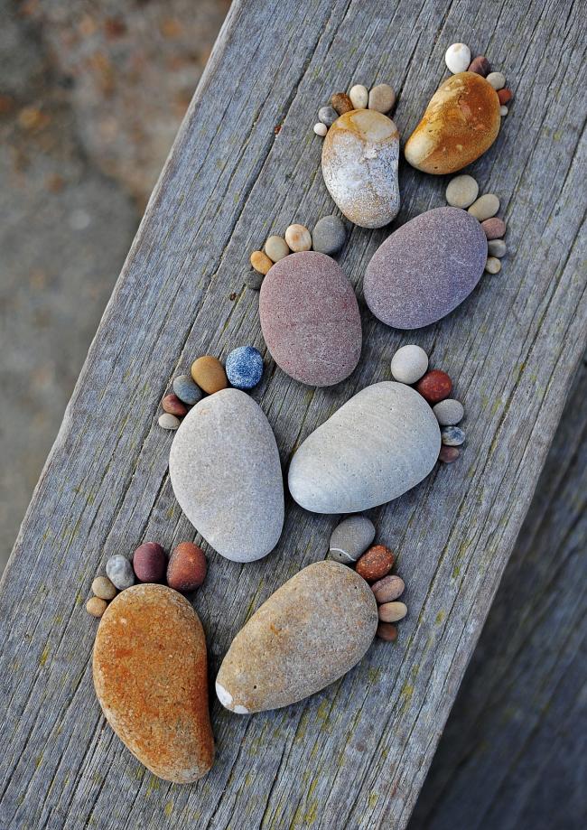Les galets de mer peuvent aider à créer de beaux éléments décoratifs pour votre jardin.
