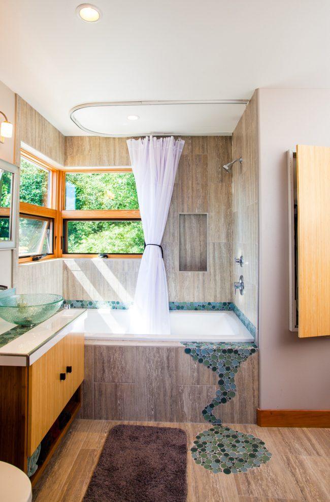 Mosaïque dans la décoration d'une petite salle de bain moderne