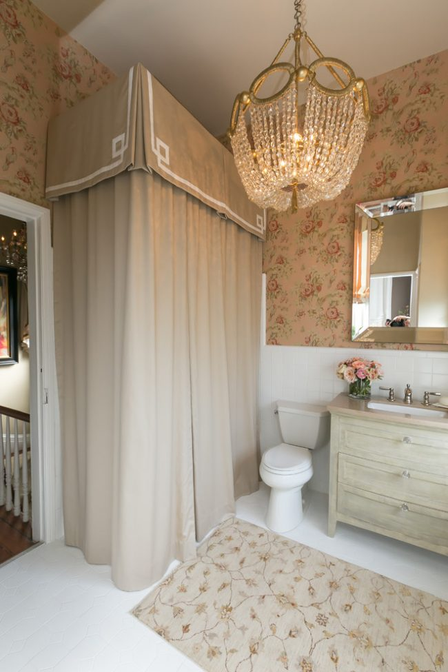 Conception traditionnelle de petite salle de bain