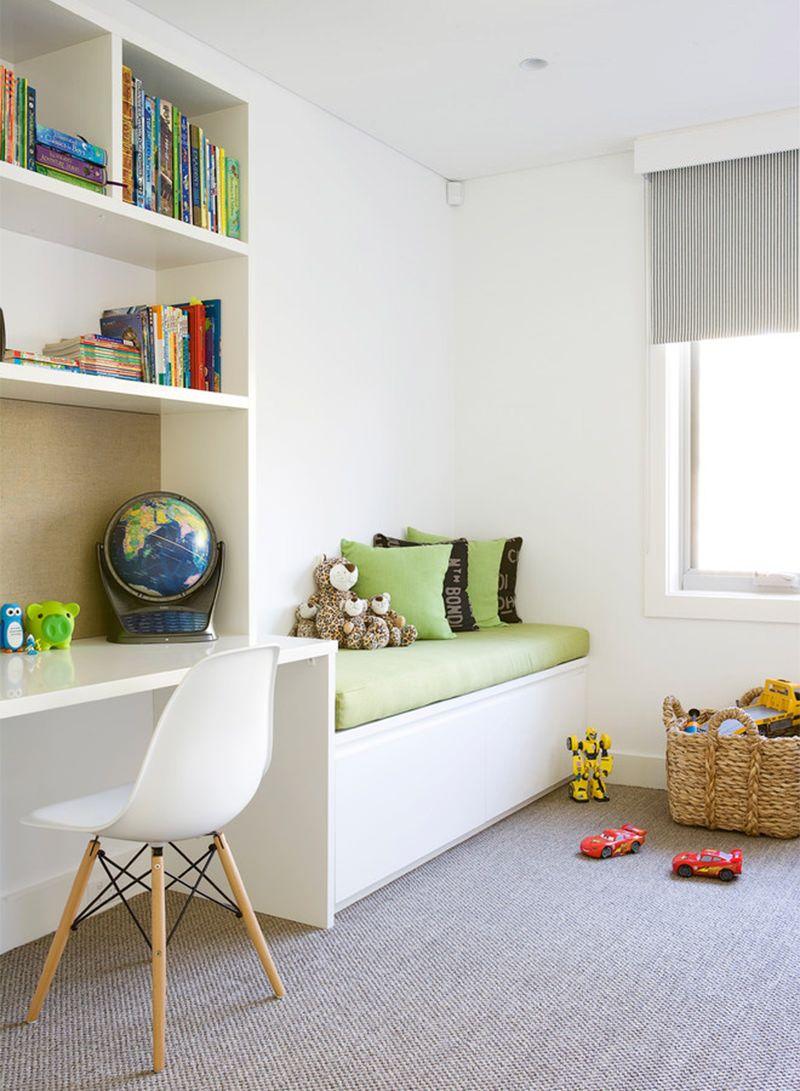 En position fermée, le lit gigogne permet un gain de place considérable dans la chambre