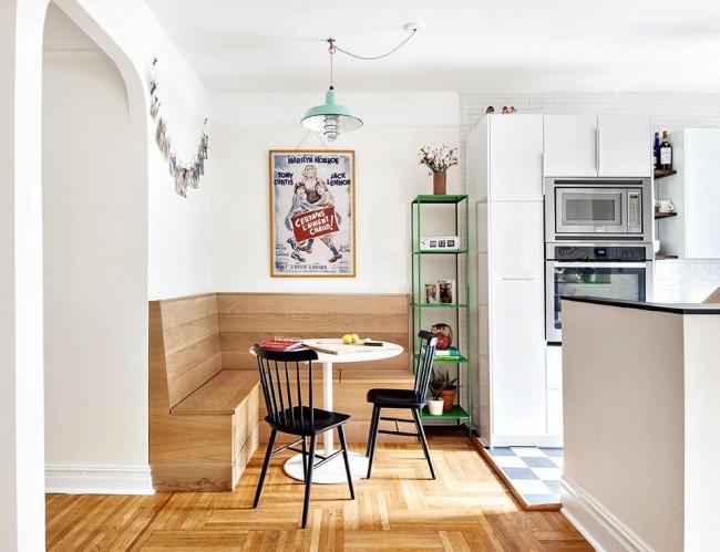 Corps d'angle de cuisine en bois ascétique, pas de siège mou