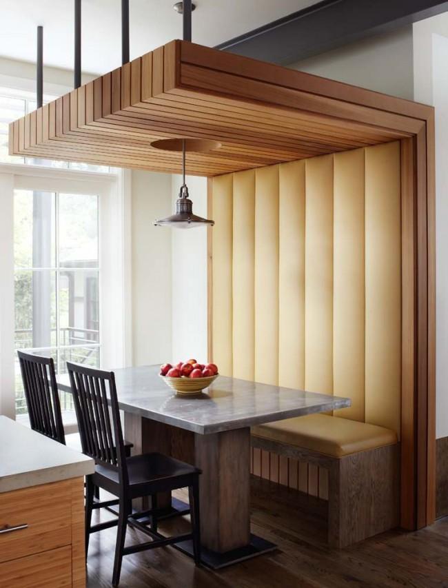 Art nouveau dans la conception de meubles : un meuble tout à fait ordinaire devient le centre d'attention dans la cuisine.  À propos, sous un tel banc, vous pouvez ranger soigneusement les objets dans des paniers rectangulaires.