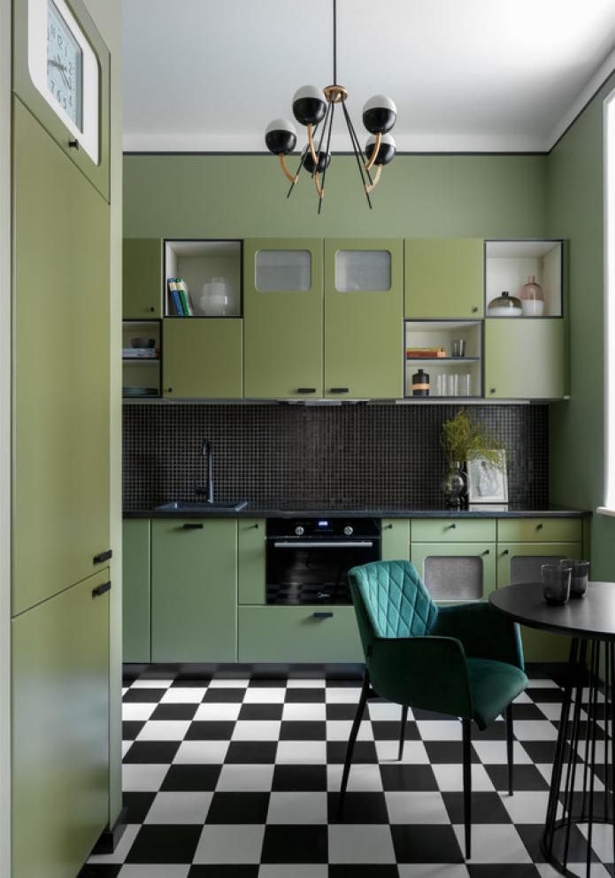 sol en damier dans la cuisine