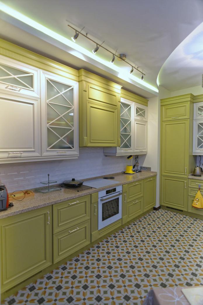 cuisine de style classique avec poignées dorées