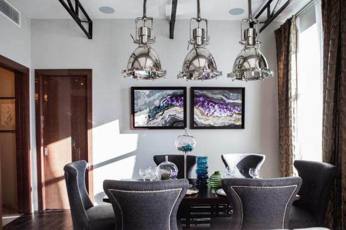 Lampes au dessus de la table