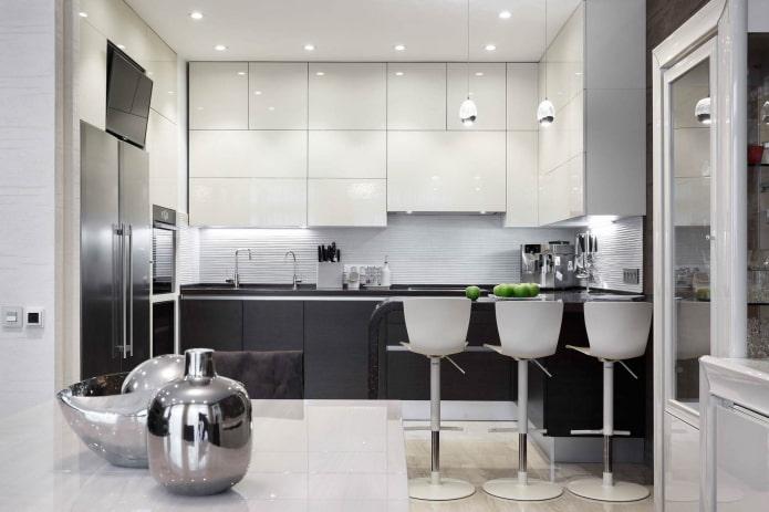 cuisine high-tech avec armoires blanches et armoires grises
