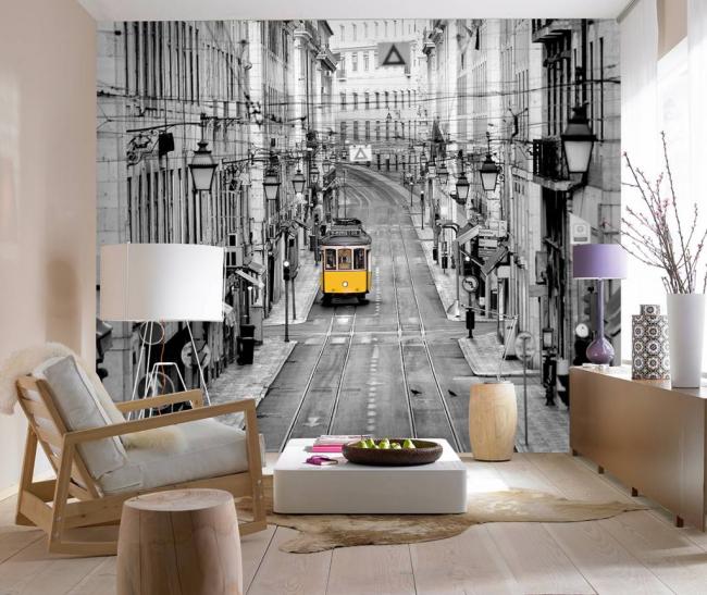 Décoration murale en noir et blanc dans un petit salon bien éclairé