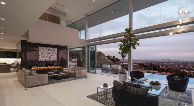 Fenêtres panoramiques dans l'intérieur Hi-tech