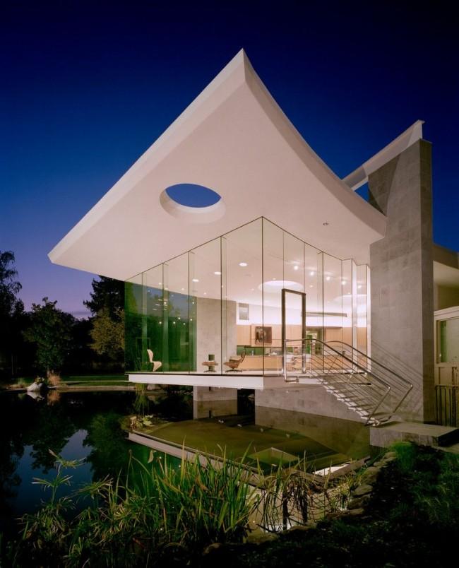 Maison de campagne élégante avec des baies vitrées