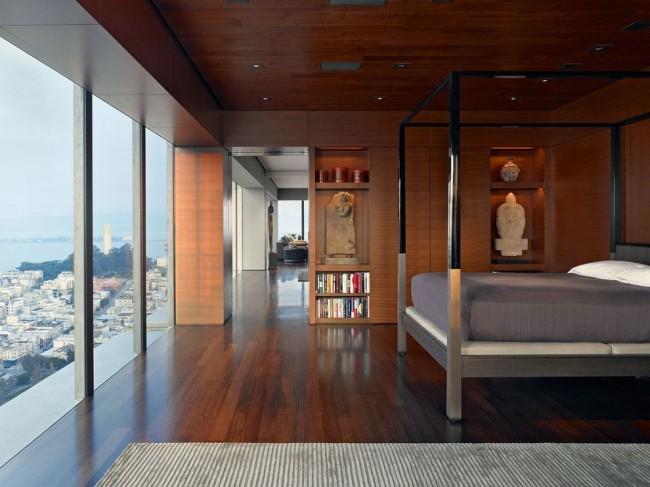 Les portes-fenêtres de l'appartement sont fermement établies comme un symbole du prestige de son propriétaire.
