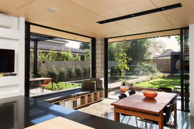 Le rebord de la fenêtre du canapé peut être facilement fait à la main