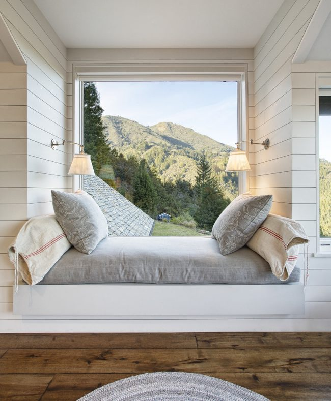 Aujourd'hui, un rebord de fenêtre confortable est de plus en plus demandé.