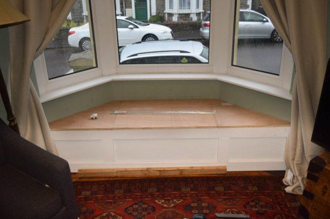 Version prête à l'emploi du rebord de la fenêtre du canapé
