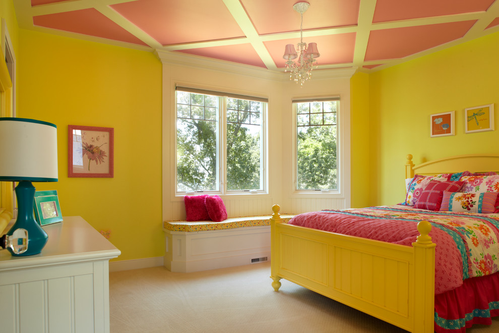 Si des caissons sont utilisés pour le plafond, la pépinière aura l'air inhabituelle et très attrayante, sans violer l'intégrité de l'apparence de la pièce.