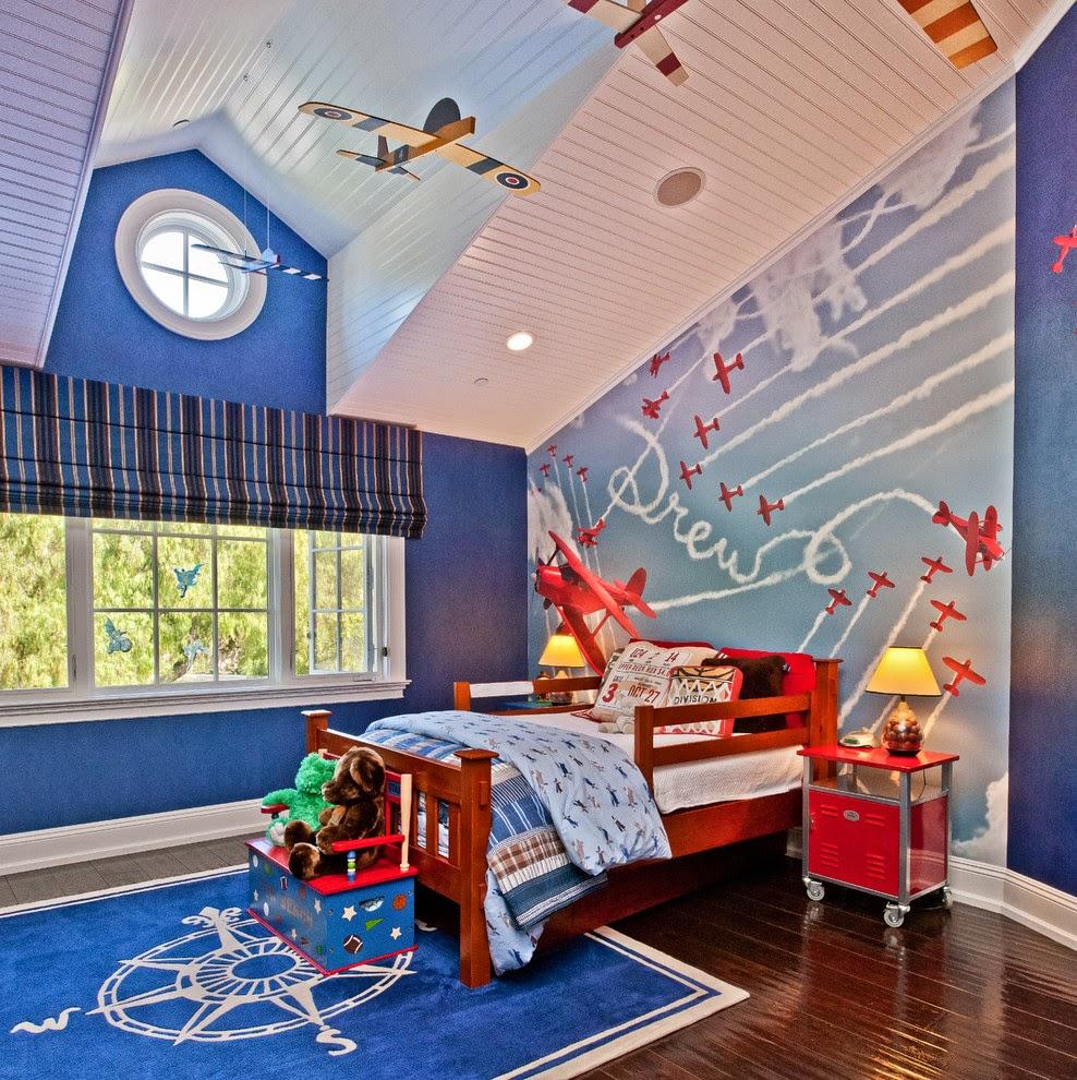 Le grenier de la pépinière, grâce aux particularités du relief du plafond, peut être transformé en une pièce avec un intérieur intéressant