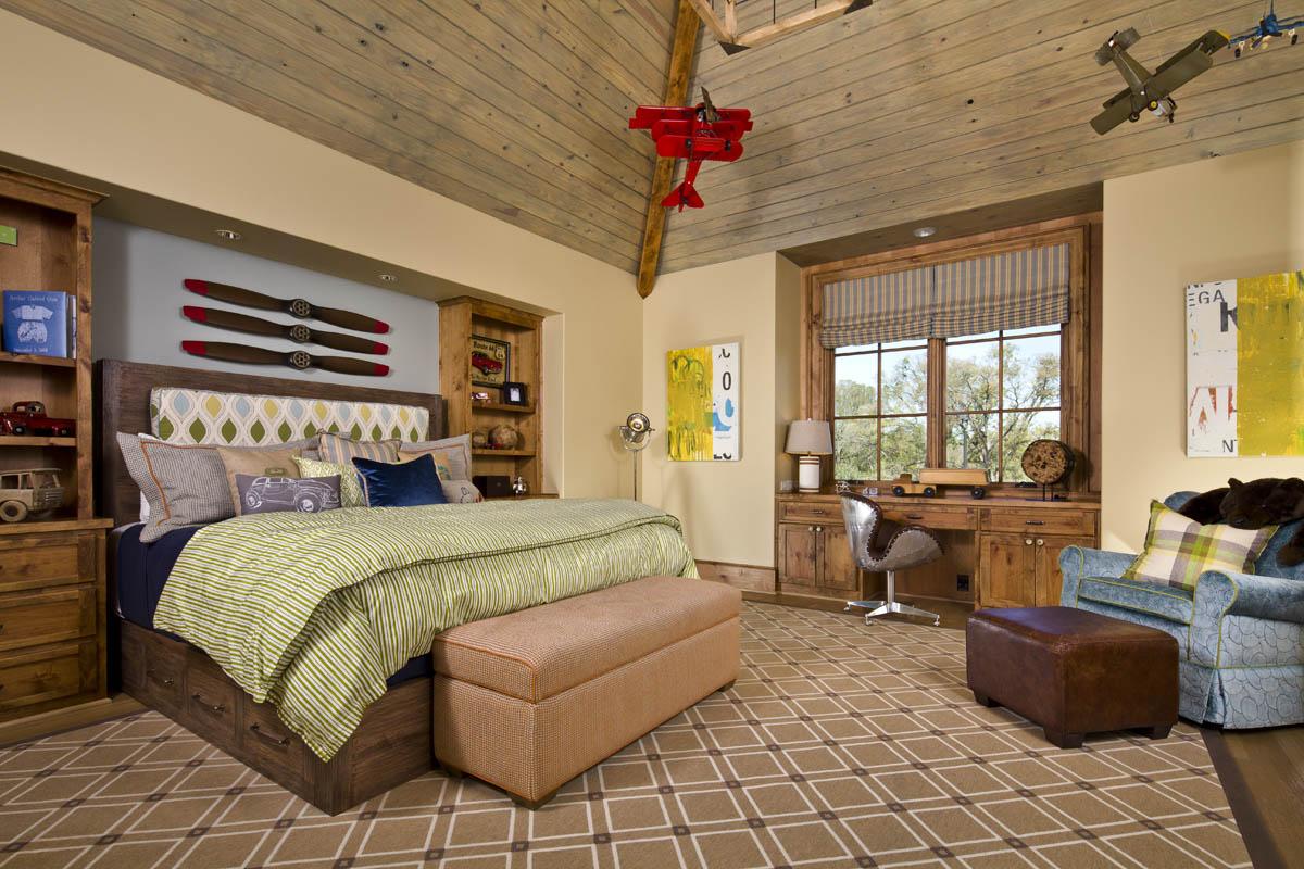 Le plafond à lattes en bois est un matériau écologique, naturel et hypoallergénique, très important pour la santé du bébé.