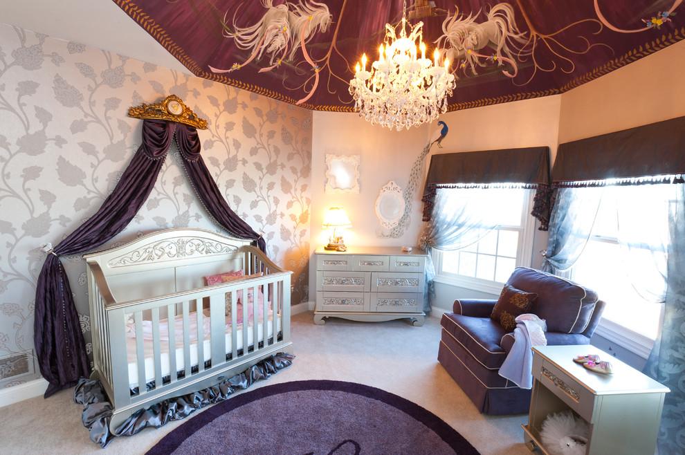 Vous pouvez transformer une chambre d'enfant en un conte de fées oriental en fixant le tissu autour du périmètre du plafond et en le collectant au centre