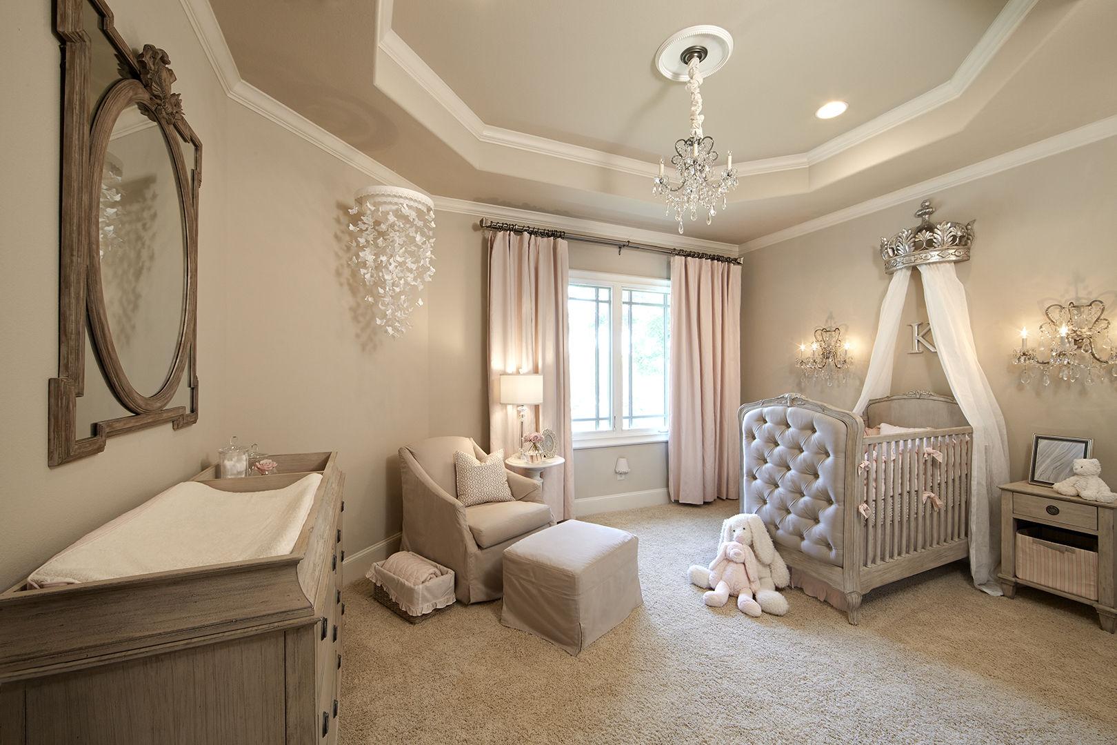Les plafonds suspendus en plaques de plâtre aux couleurs pastel permettent de diversifier l'intérieur d'une chambre d'enfant et de la rendre plus confortable