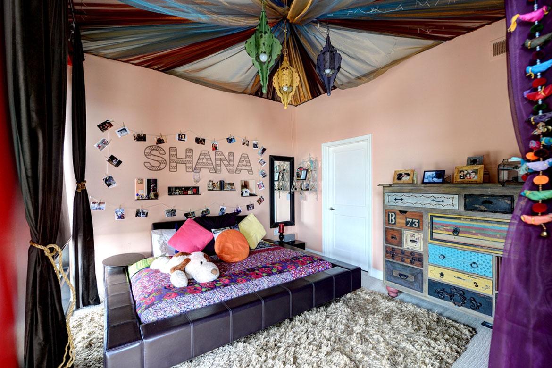 Le style de plafond bohème et persan plaira à une adolescente