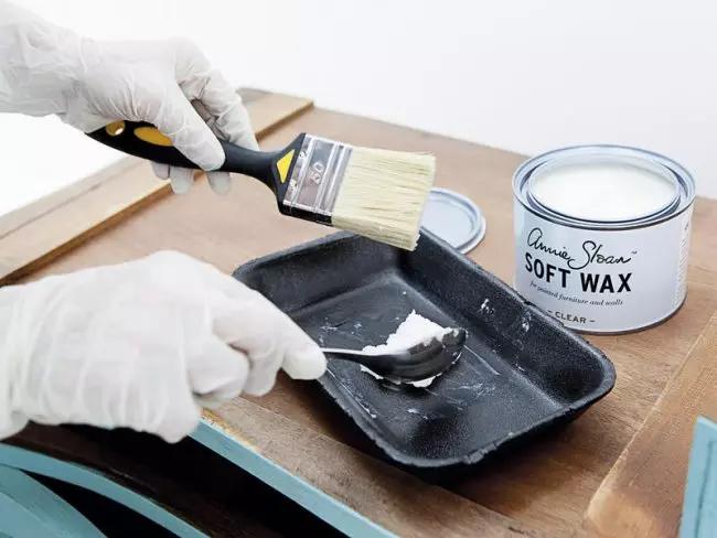 Le vernis acrylique améliorera les performances du meuble