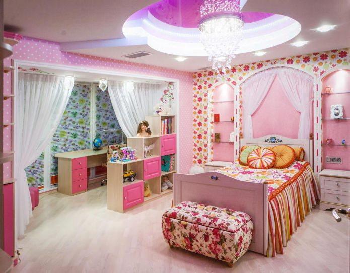 plafond tendu à l'intérieur d'une pépinière pour une fille