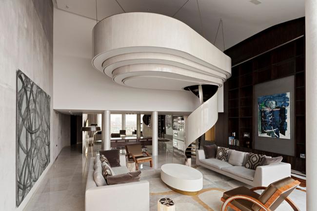 L'escalier en colimaçon de style Art Nouveau peut devenir un objet d'art original à l'intérieur