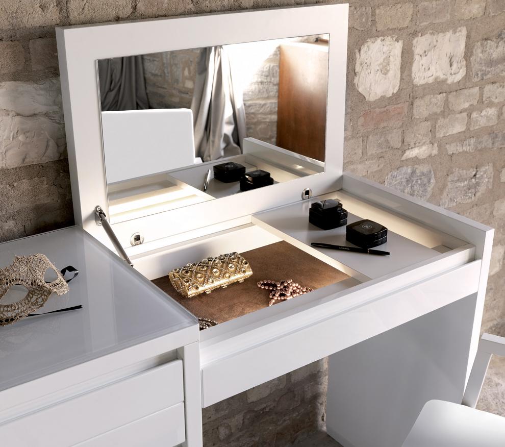 Transformateur de modèle universel, adapté pour travailler avec un ordinateur portable et pour stocker des cosmétiques et des parfums