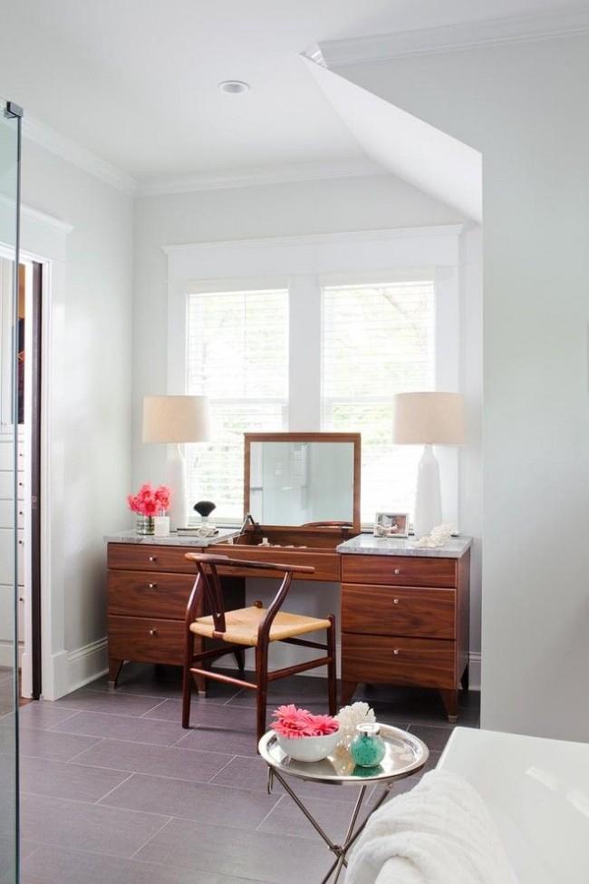 Coiffeuse - un transformateur avec un miroir pliant, qui peut également être une table de travail.  Classique pratique des années 50